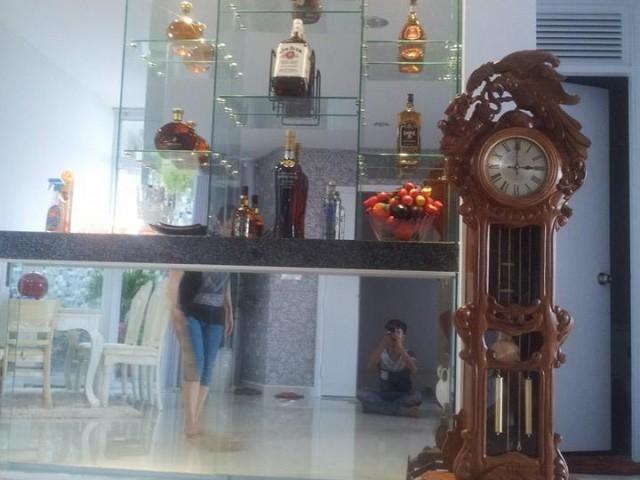 Thiết kế mẫu tủ trưng bày rượu bằng khung nhôm kính ĐẸP Tại TpHCM