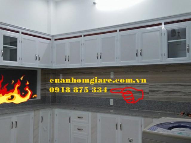 Mẫu Tủ Bếp Nhôm Kính Treo Tường Sơn Tĩnh Điện Vận Gỗ Đẹp Tphcm
