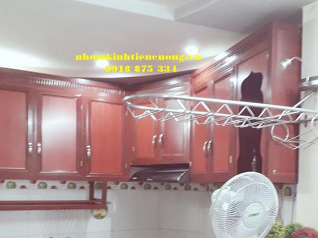 Thiết Kế Tủ Kệ Bếp Bằng Khung Nhôm Kính Màu Vân Gỗ Đẹp Tphcm
