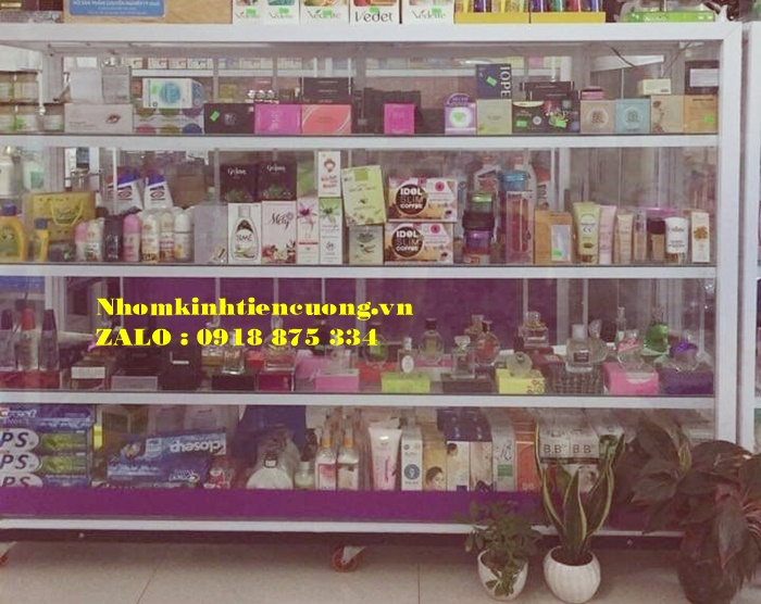 tủ kính trưng bày mỹ phẩm tphcm